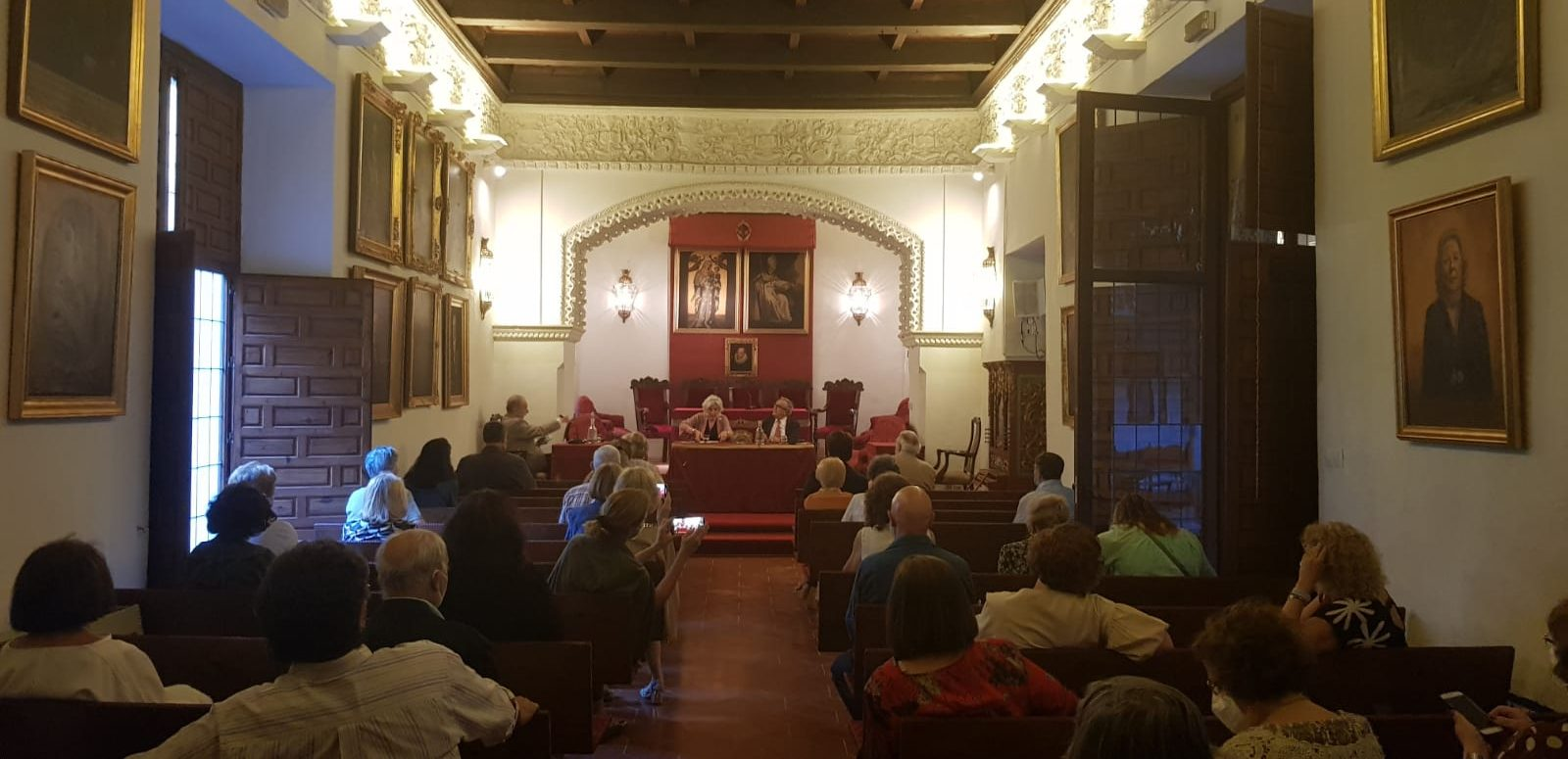 presentación libro poesia celula infinita rosa díaz poeta Sevilla